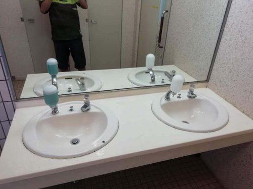 しあわせの村キャンプ場のトイレ